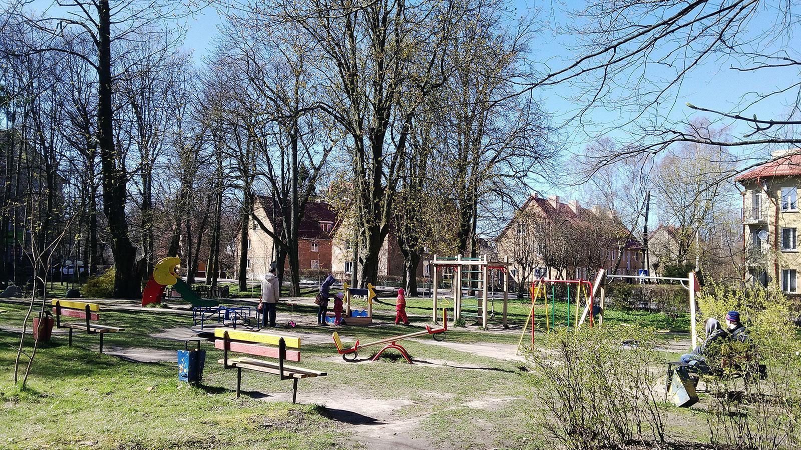 детская площадка в парке карася пионерский