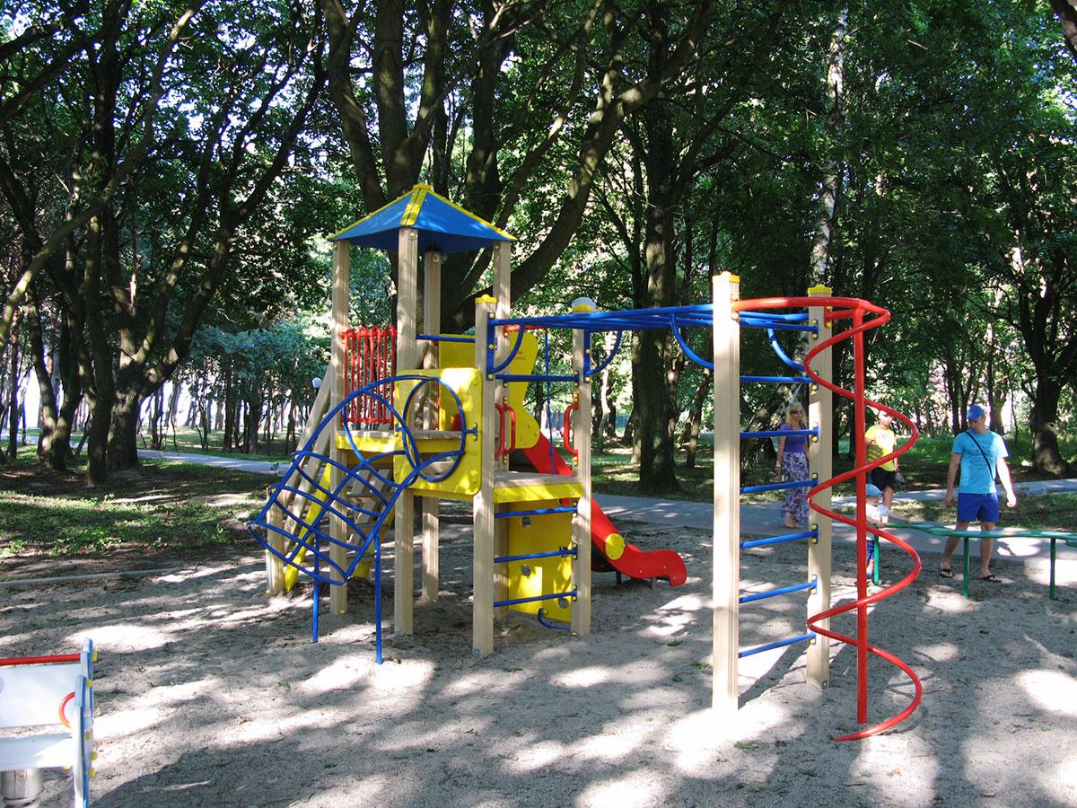 ploshadka-v-sosnovom-parke-pionerskogo