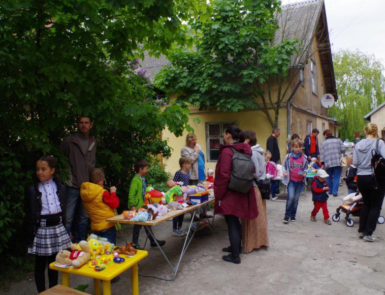 detskiy-garage-sale-pionerskiy