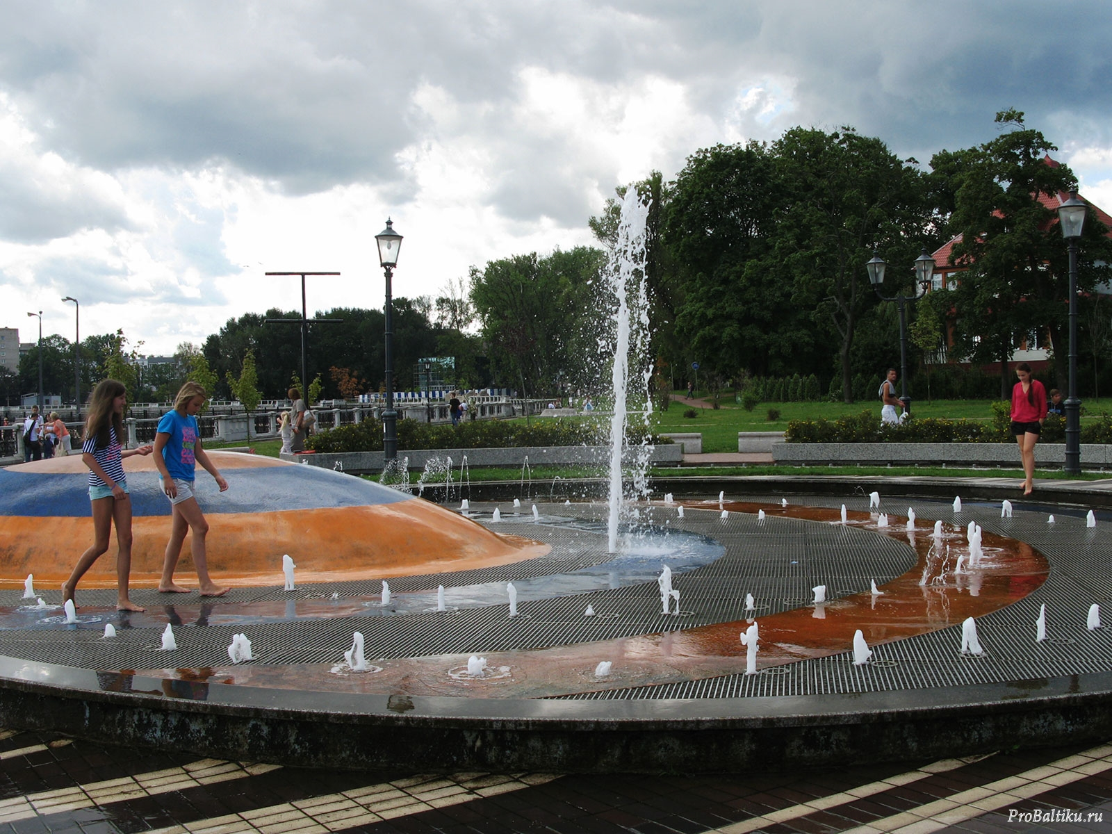 фонтан на верхнем озере в калининграде