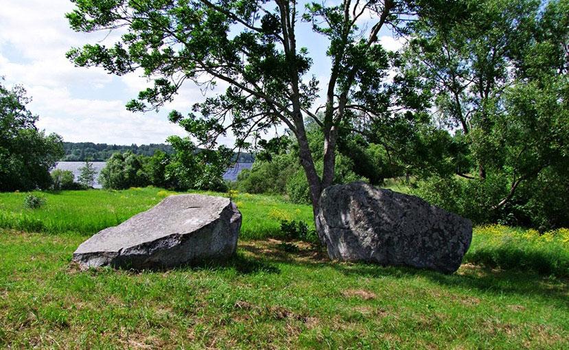 raskoloty-kamen-v-latvii